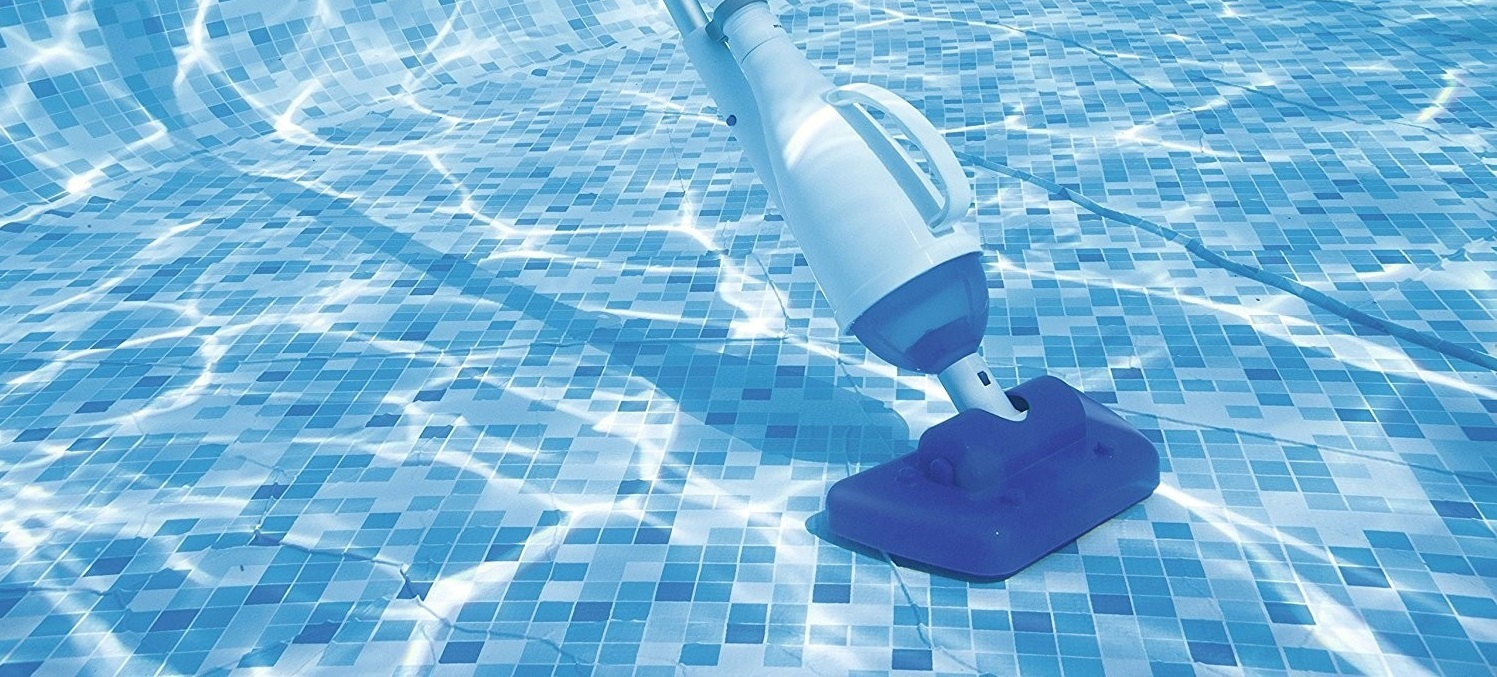 How To Vacuum A Pool 4
